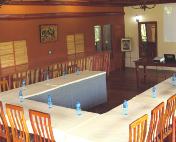 Offers all services needed to hold meetings, retreats and conferences.